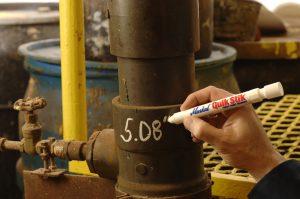 Quik Stik е цветен молив в защитен пластмасов държач с капак