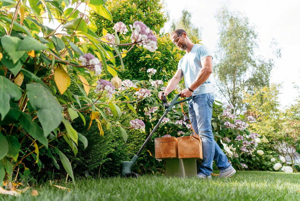 радинският тример за трева не е косачка, но е незаменим и допълва производителната косачка