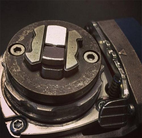 """механизмът X-LOCK има формата на """"X"""""""