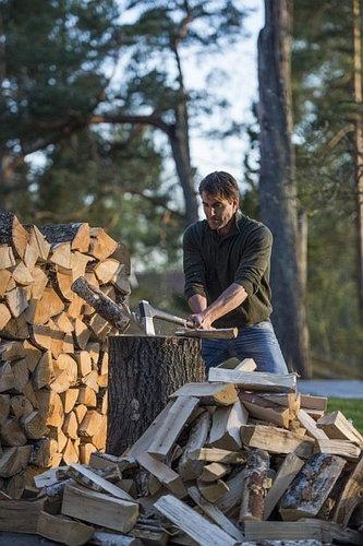 При цепене на трупчета използваме голям дръвник или дънер